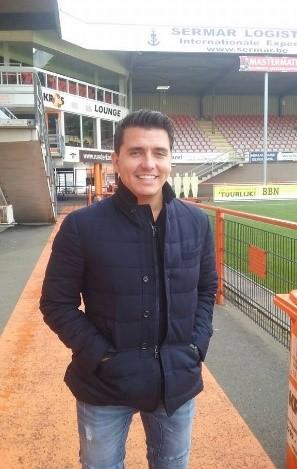 Jan Smit op bezoek tijdens de montage bij FC Volendam
